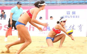 Wang Fan and Xia Xinyi from China won their opening contest in Qinzhou ©FIVB