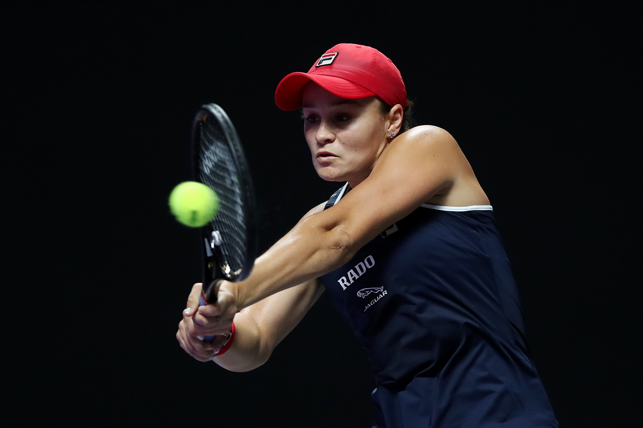Barty sees off Kvitová to reach last four at WTA Finals