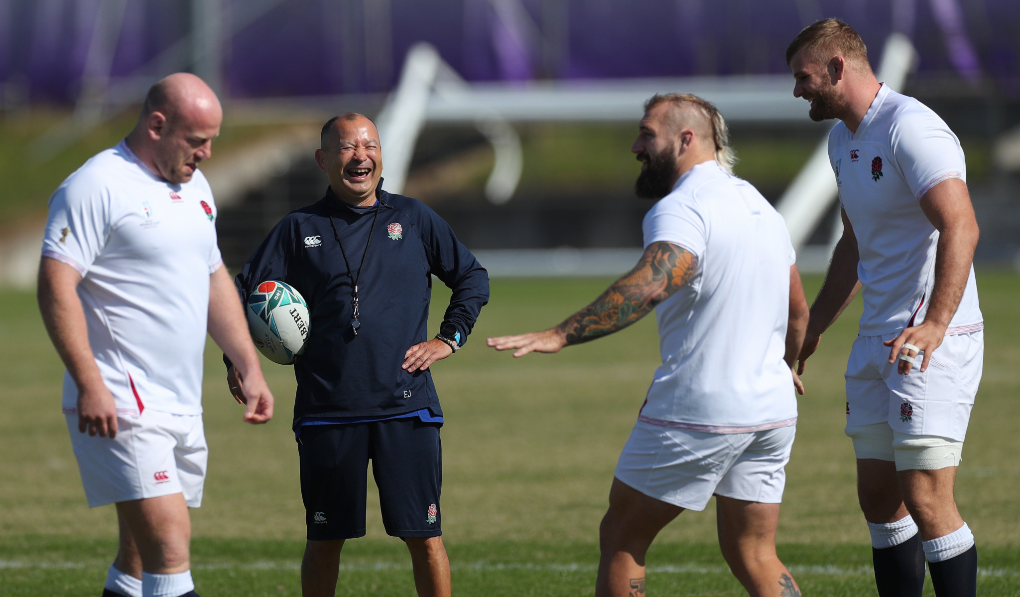 Coach Eddie Jones looked relaxed as he put his team through its paces ©Getty Images