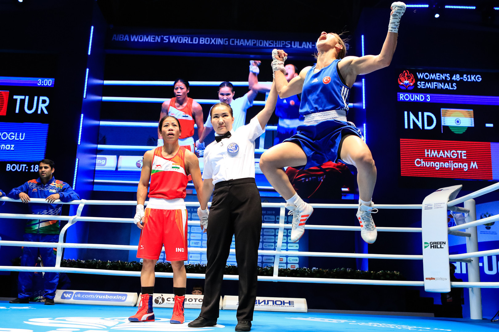 Mary Kom of India was in disbelief after it was decided she lost 4-1 to Buse Çakıroğlu of Turkey at the Women's World Boxing Championships ©Russian Boxing Federation