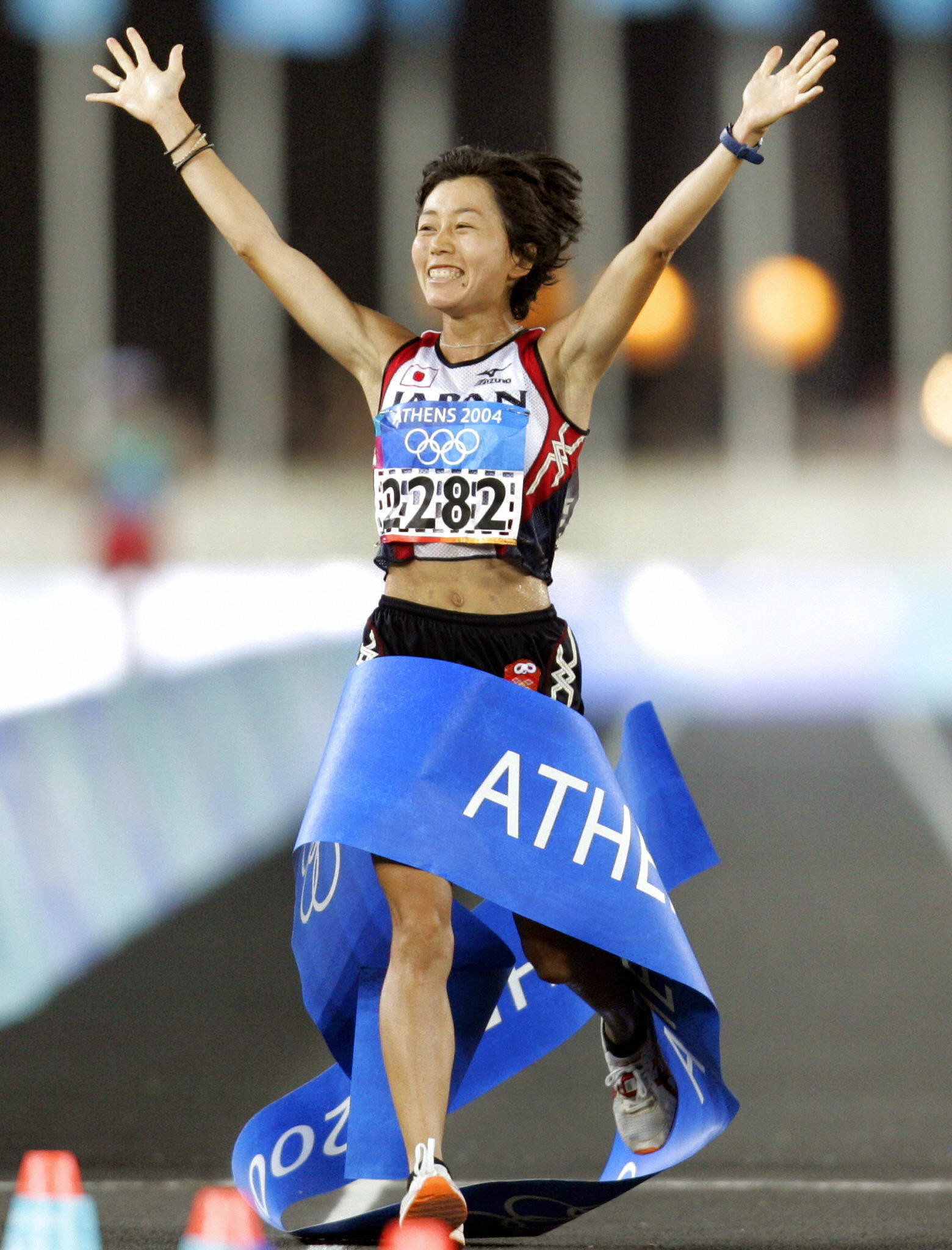Japan's Mizuki Noguchi won the women's Olympic marathon at Athens 2004 in hot conditions ©Getty Images