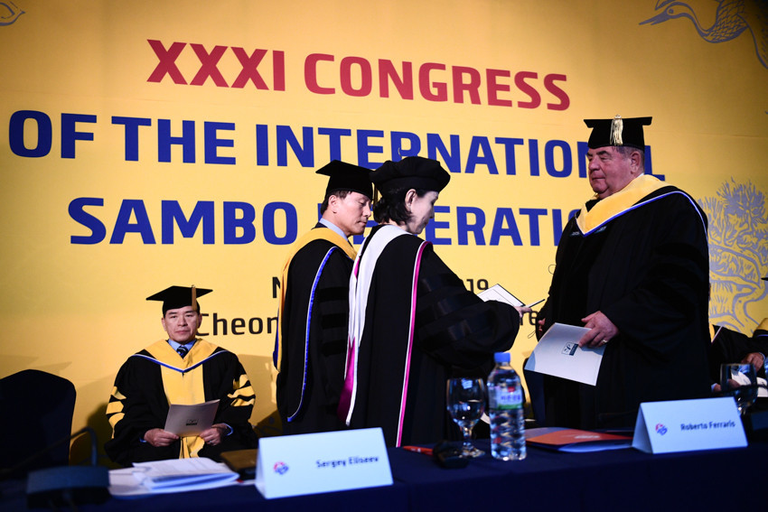 International Sambo Federation President receives his honorary doctorate degree from Yong In University trustees ©FIAS