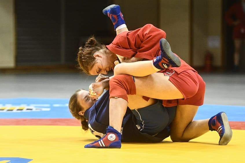 Olga Mitina of Russia, red, claimed women's 60kg gold at Sukwoo Culture Gym in Cheongju ©FIAS