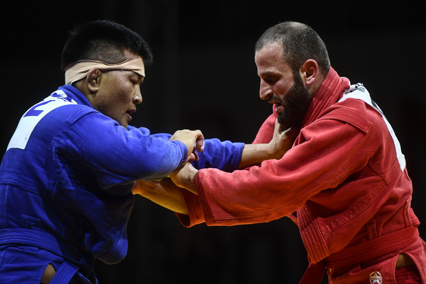Altansukh Dodvan of Mongolia, blue, and Georgia's Mindia Laluashvili were fully focused in the men's 68kg final ©FIAS