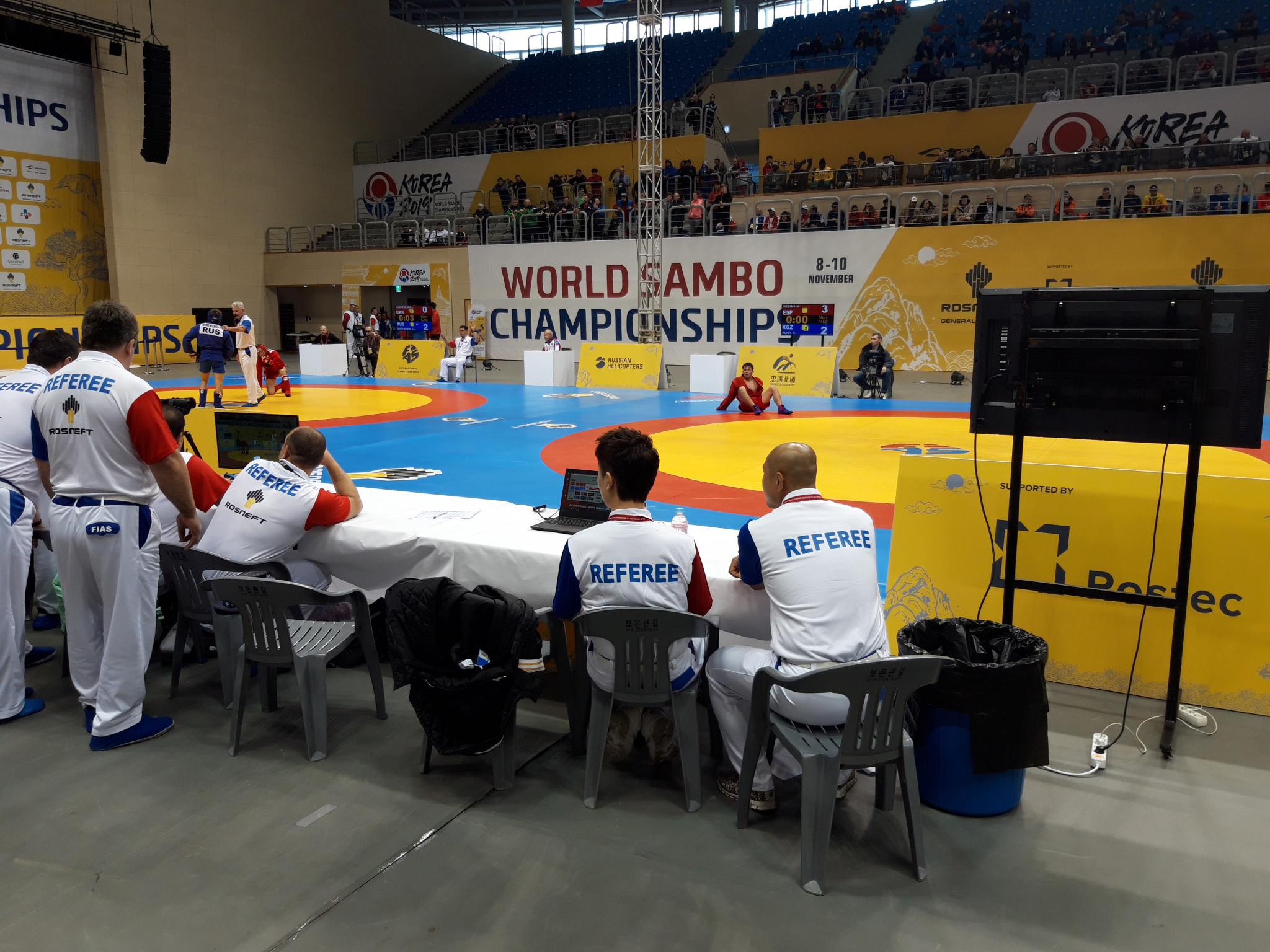Men's 74kg top seed Nikolas Medina of Spain awaits a refeering call in his first round clash ©ITG