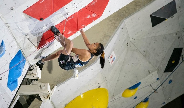 South Korea's Seo Chae-hyun triumphed in the women's lead event ©IFSC