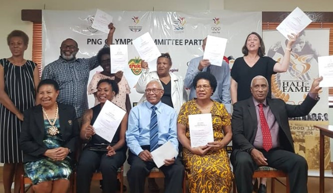 PNGOC congratulate 12 people for completing sports leadership course