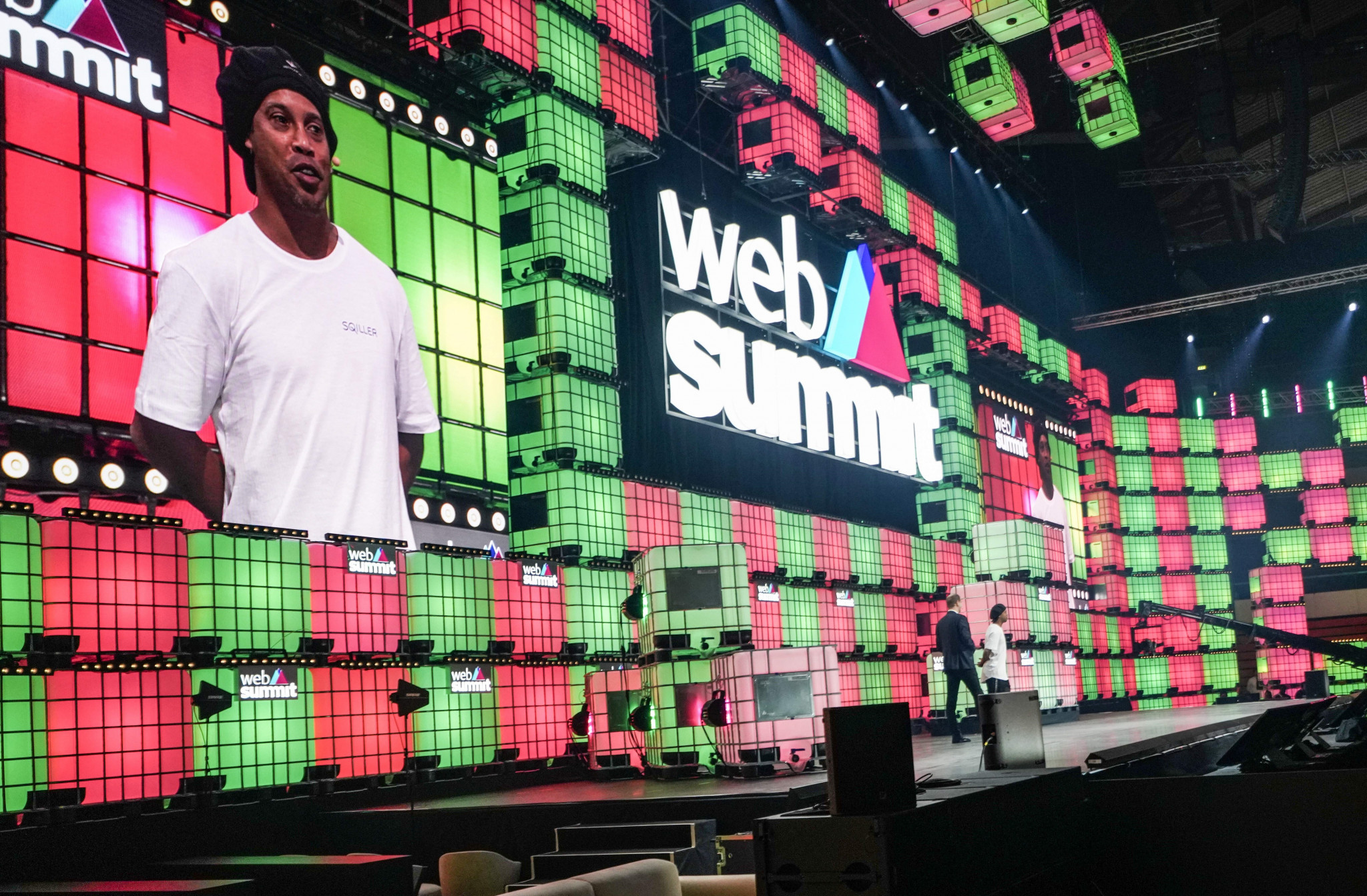 Ronaldinho showcases International Teqball Federation interactive app SQILLER