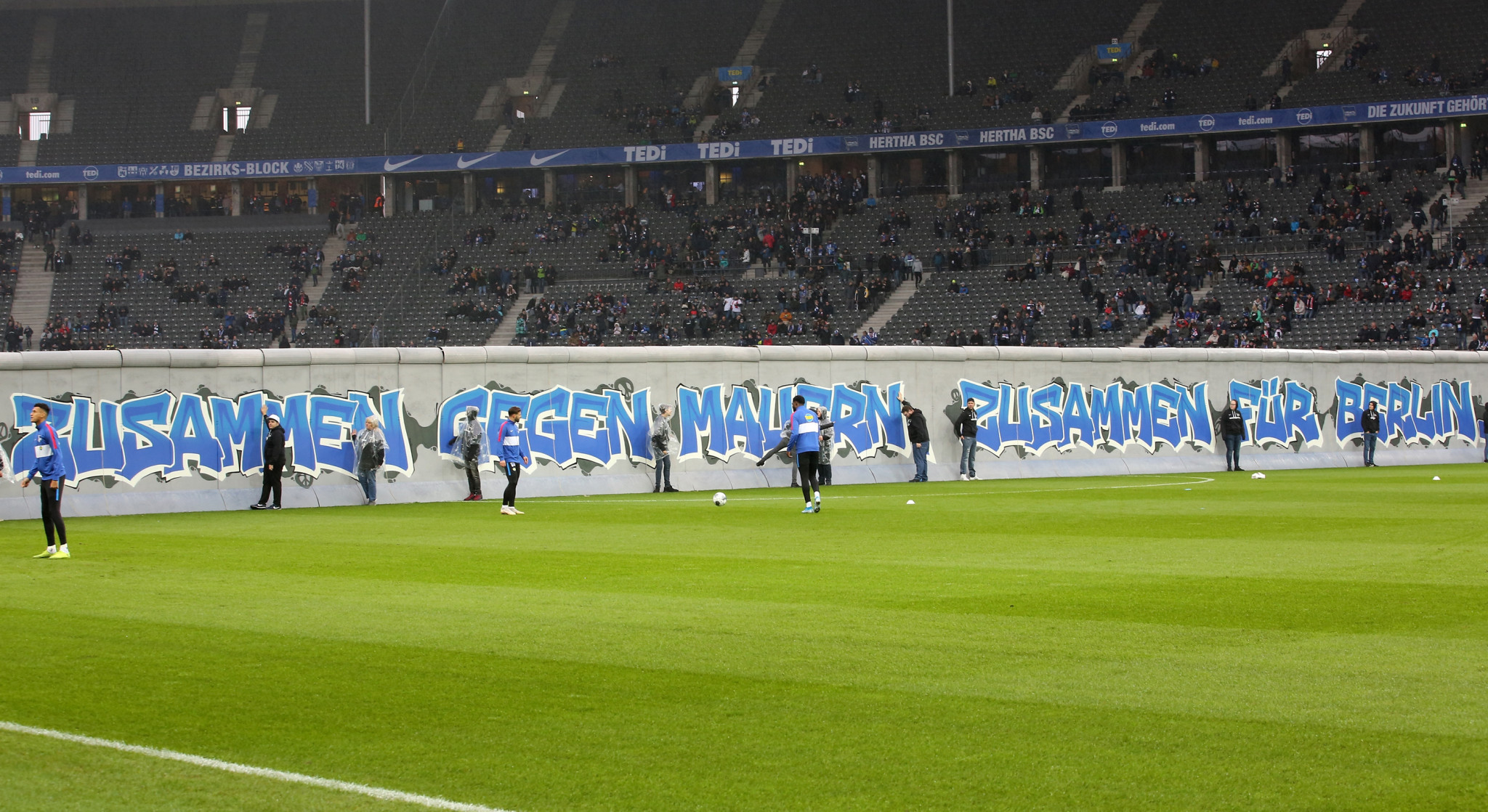 Hertha Berlin erected a symbolic wall during their Bundesliga match last Saturday against Leipzig to mark the 30th anniversary of the Berlin Wall being torn down ©Getty Images