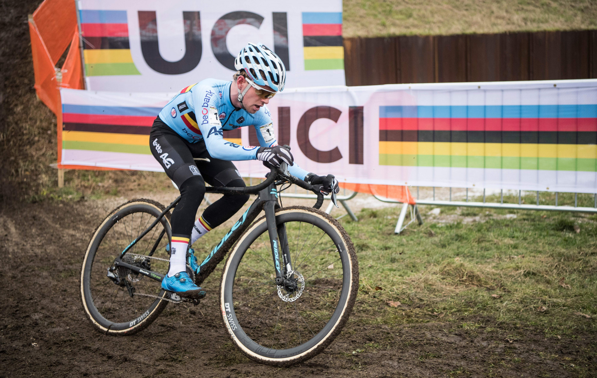 Iserbyt and Van der Poel set for duel at UCI Cyclocross World Cup in Tabor
