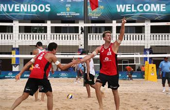 Alexander Walkenhorst and Sven Winter from Germany will meet Chilean cousins Marco and Esteban Grimalt in the quarter-finals ©FIVB