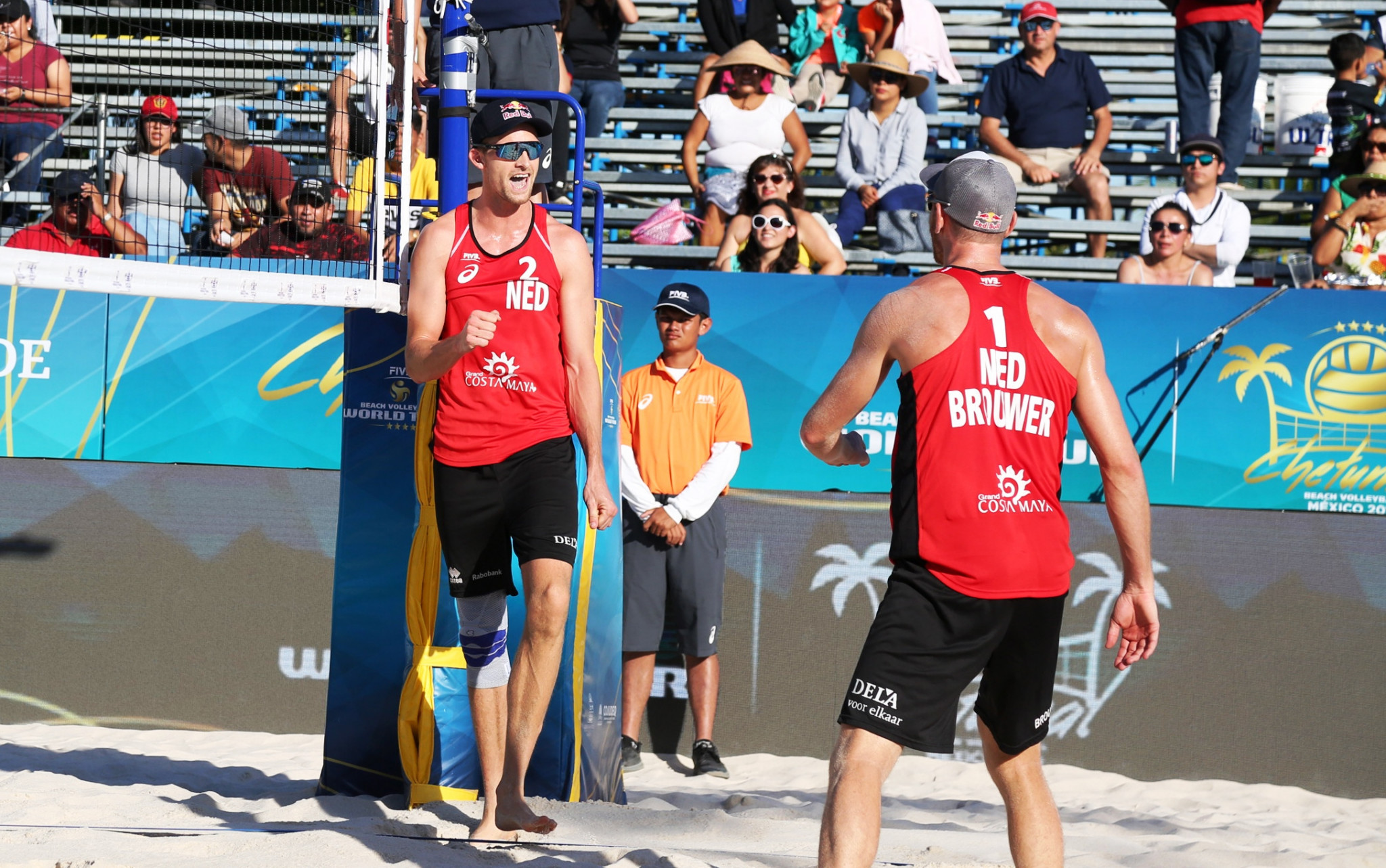 Top-seeded pair Alexander Brouwer and Robert Meeuwsen of The Netherlands made the men's final ©FIVB