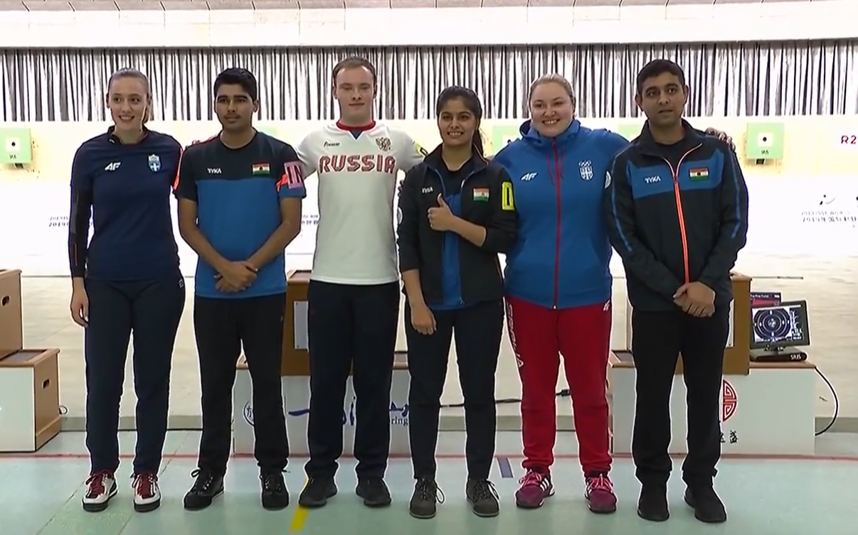 The medallists from the 10m air pistol mixed team final ©ISSF/Facebook