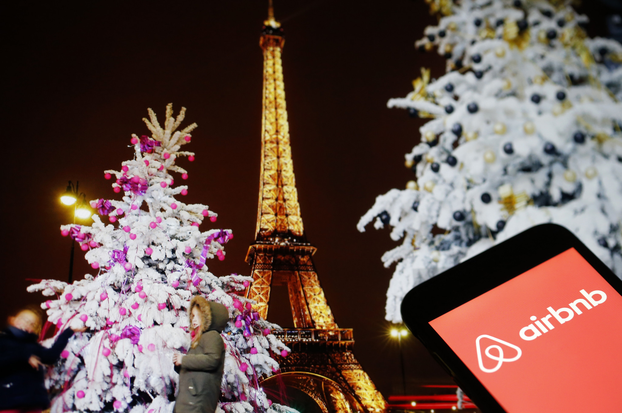 Nothing in Airbnb deal to stop Paris 2024 finding a hotel sponsor, says IOC