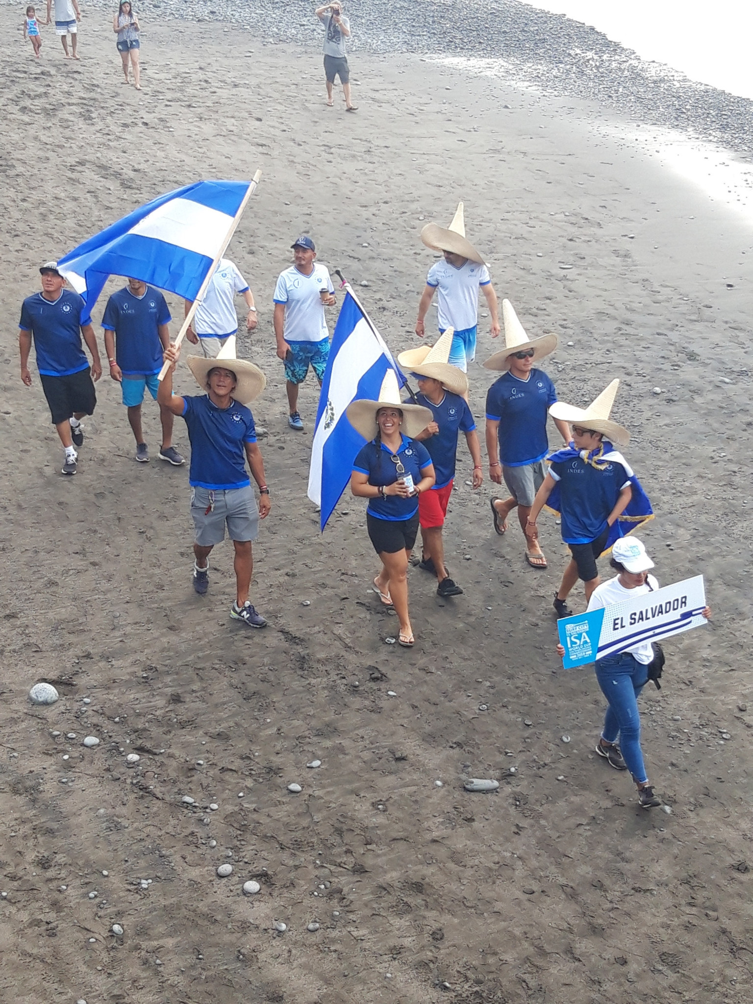 As the hosts, El Salvador were the last country in the parade of nations at El Sunzal ©ITG
