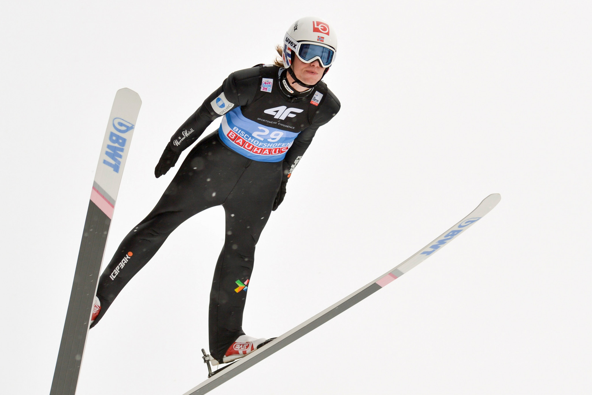 Tande wins FIS Ski Jumping World Cup season-opener