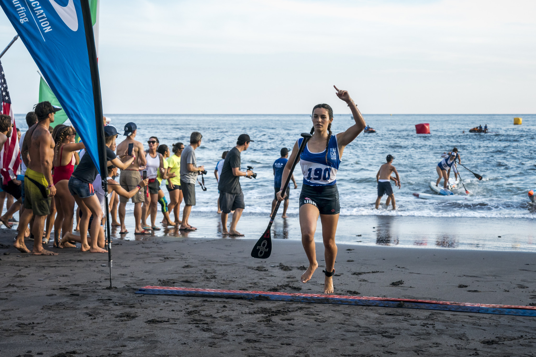 Jade Howson from the United States won the standup paddle sprint race to give her team off to a winning start ©ISA