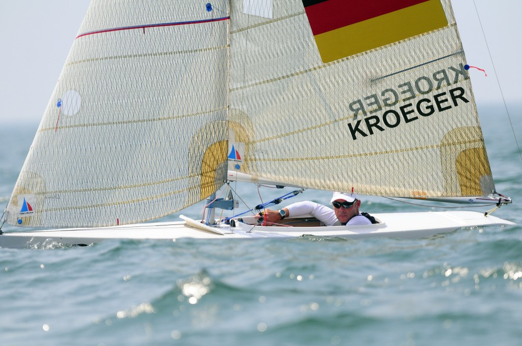 Sydney 2000 champion powers to top of 2.4mR leaderboard at Para World Sailing Championships