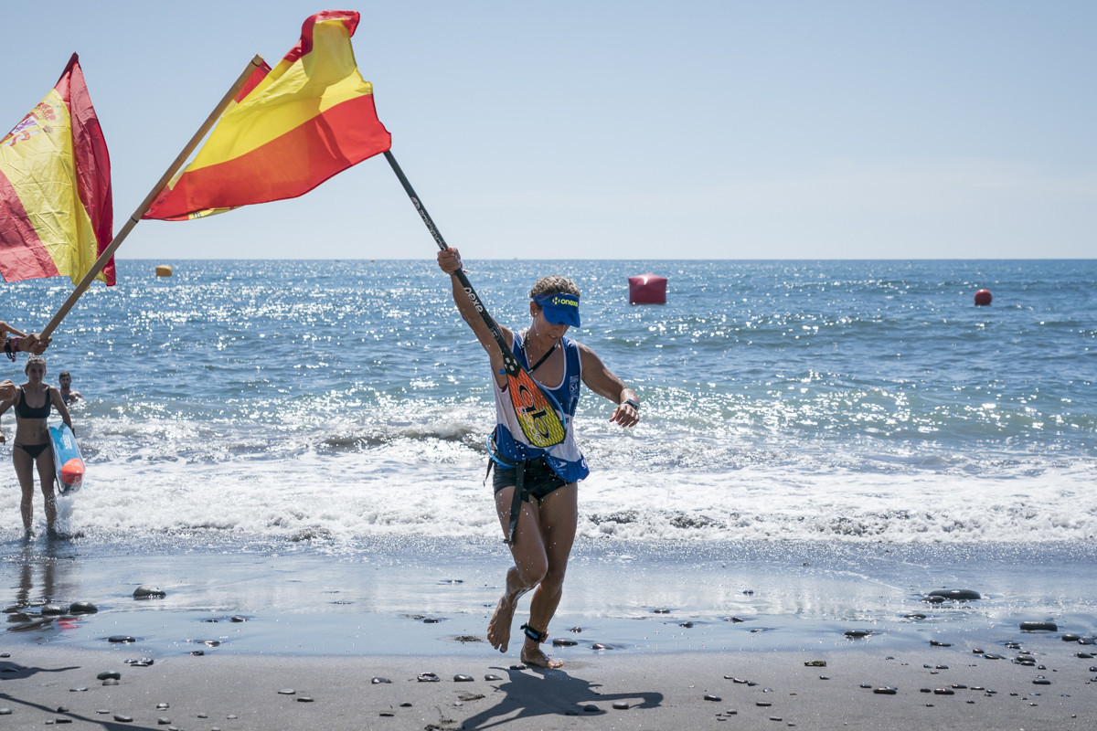 Esperanza Barreras of Spain won the women's SUP distance race despite missing a buoy on her second lap ©ISA
