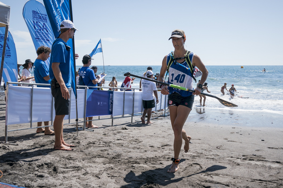 American Stephanie Shideler cut a dejected figure after finishing the SUP women's distance race in ninth place ©ISA