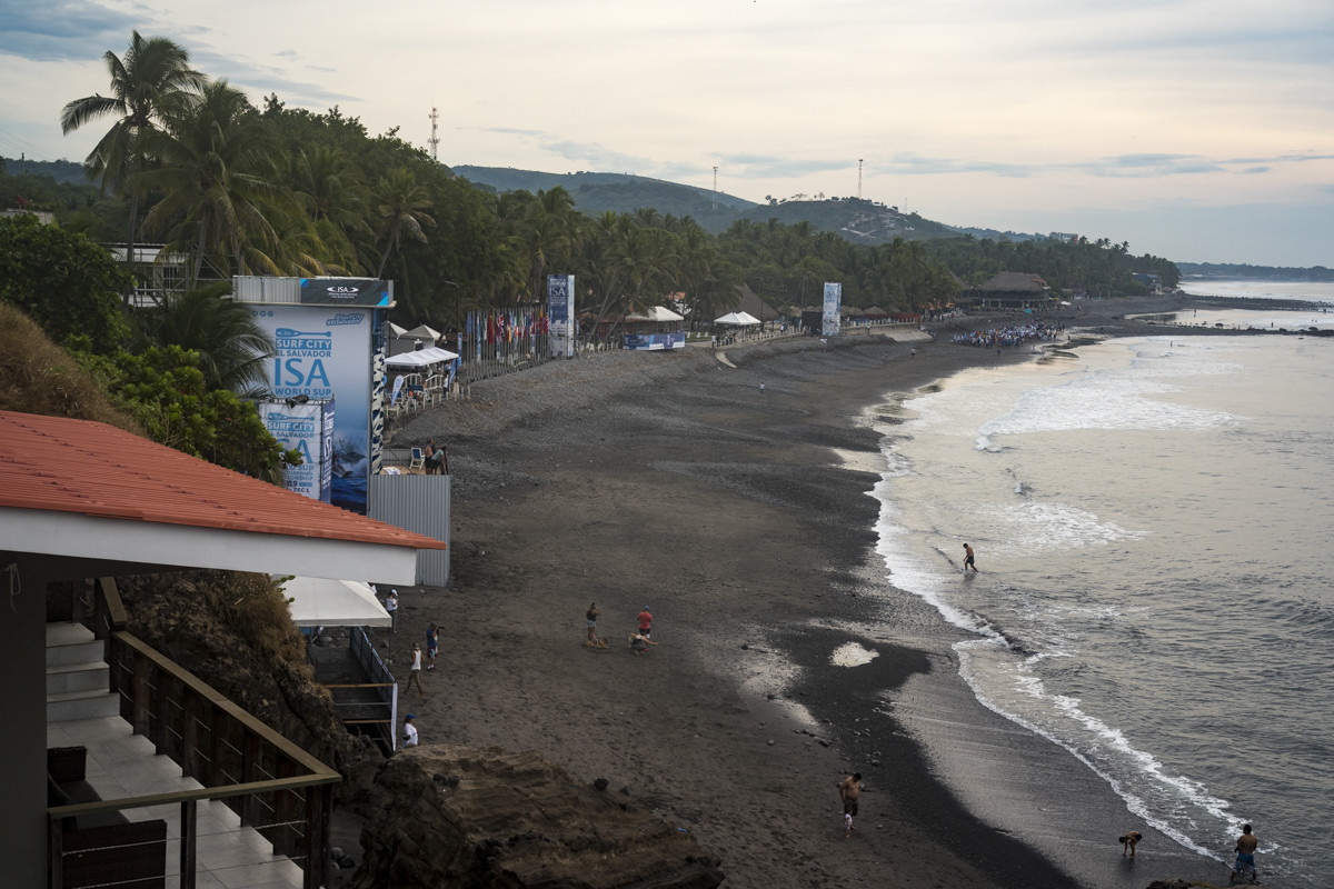 La plage El Sunzal accueille actuellement le championnat ISA World SUP et Paddleboard © ISA