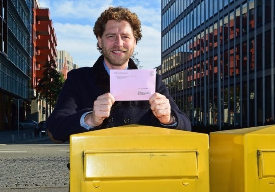 Hamburg bid leader Nikolas Hill, pictured urging people to vote earlier this week, cut a disappointed figure following the result ©Twitter
