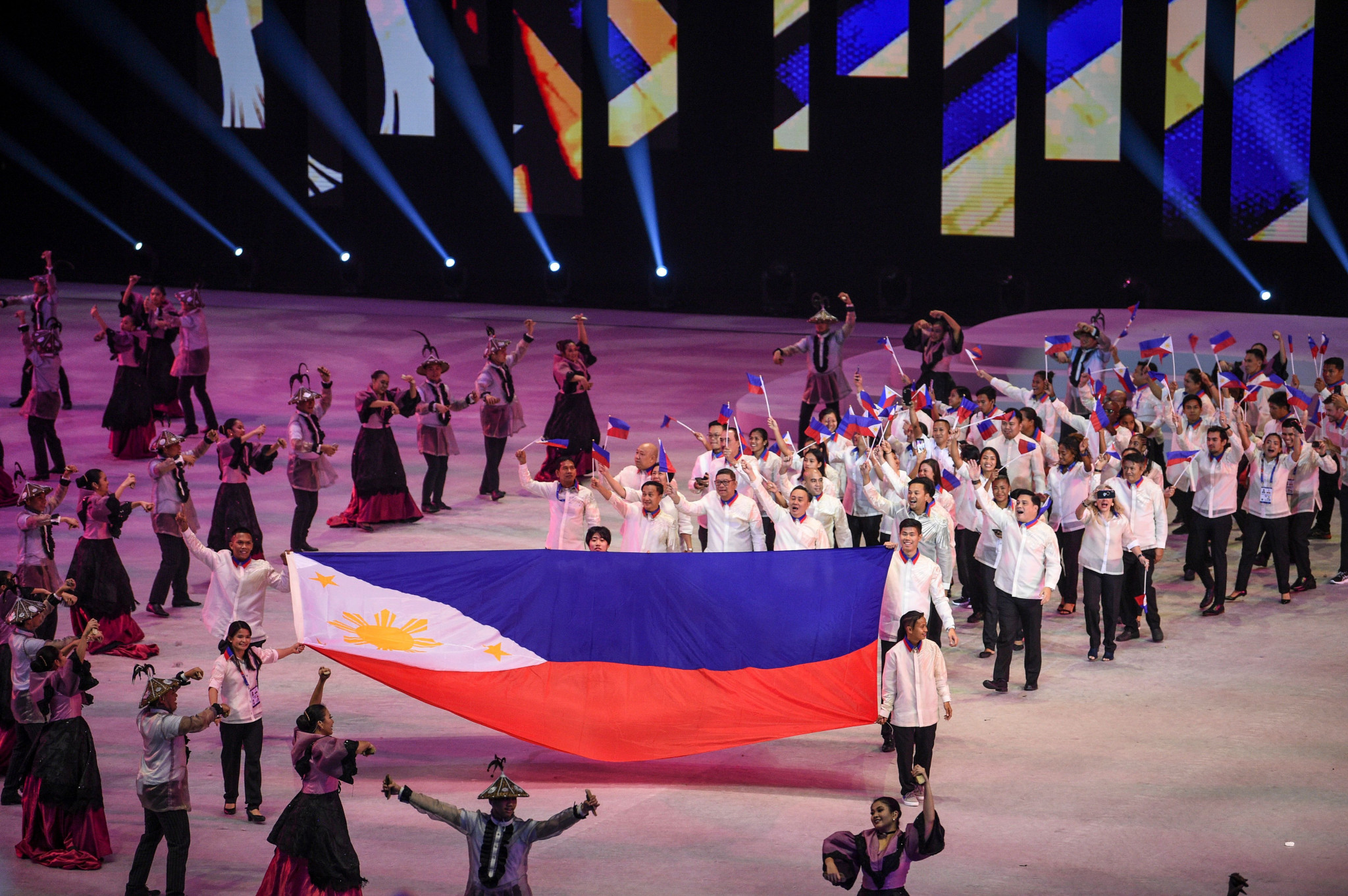 Boxing stars light Southeast Asian Games cauldron in Opening Ceremony