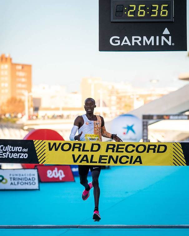 Ugandan breaks nine-year-old world record for 10 kilometres in Valencia
