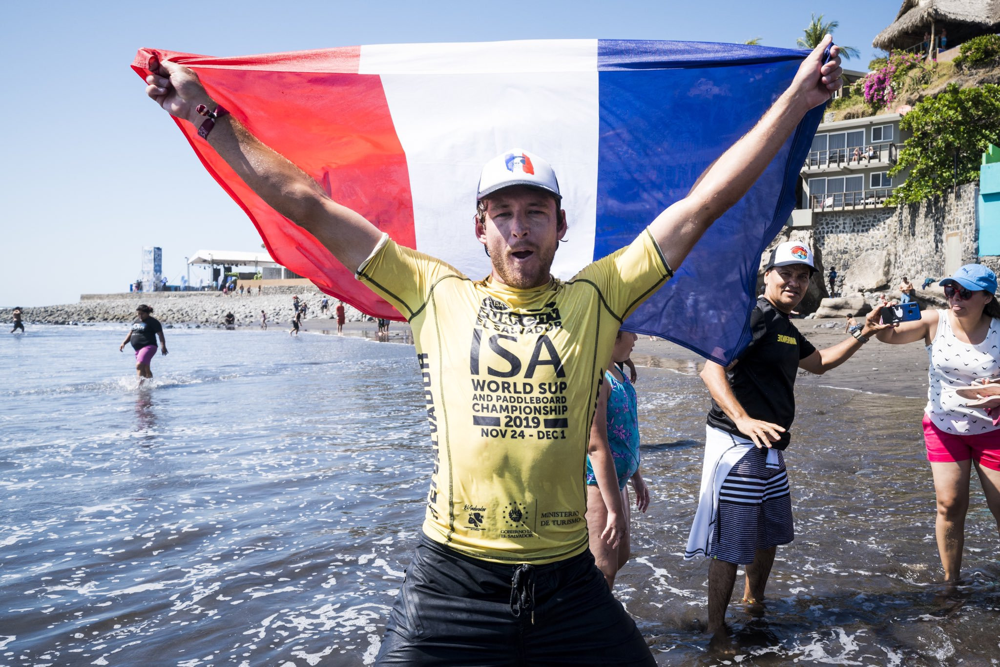 Benoit Carpentier of France secured the men's SUP surf title with an 8.90 wave in the final minute ©ISA