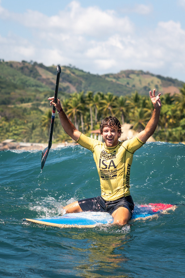 Benoit Carpentier needed a last minute 8.90 wave to clinch the men's SUP surf gold in a tense finale to competition ©ISA