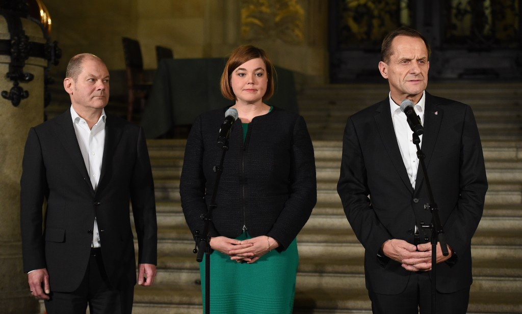 Hamburg Mayor Olaf Scholz (left), vice-Mayor Katharina Fegebank and DOSB President Alfons Hörmann pictured as the result was declared this evening ©Getty Images