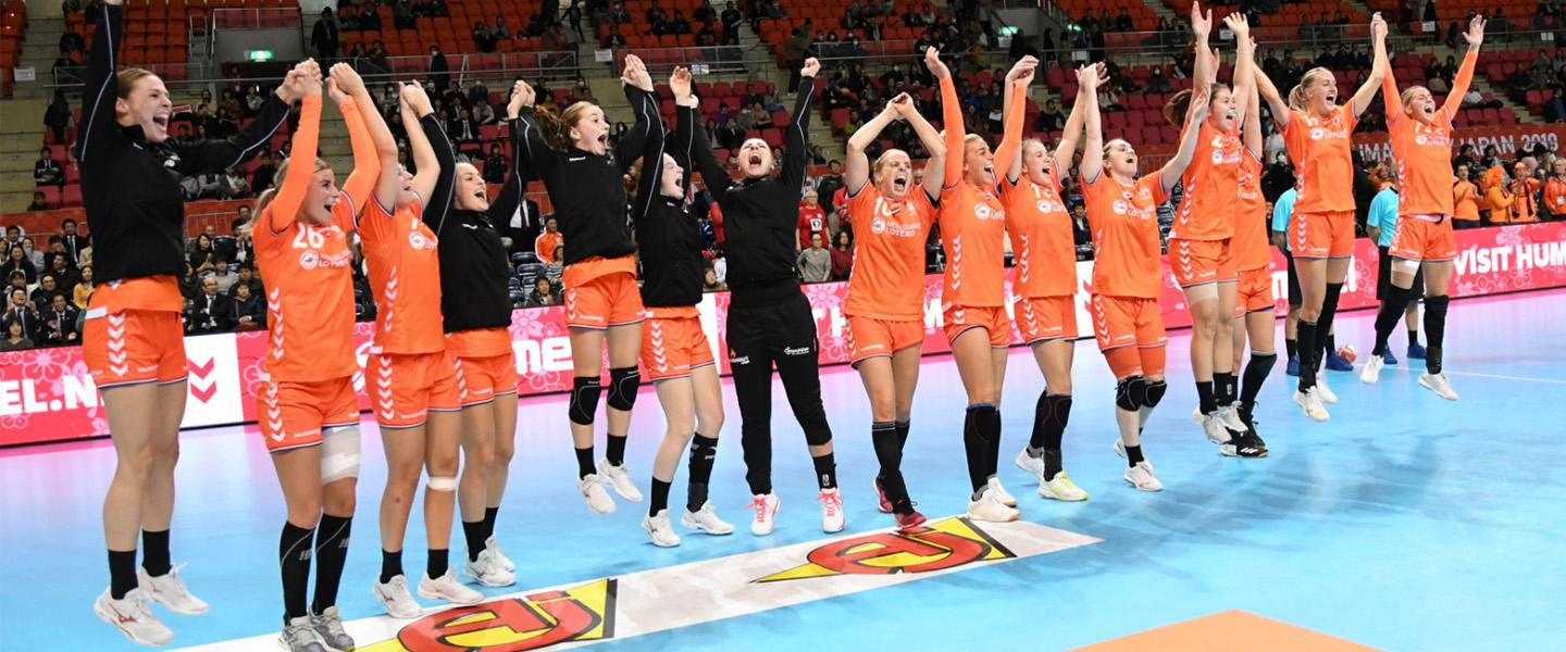 The Netherlands celebrate their first win over Norway since 1999 ©IHF