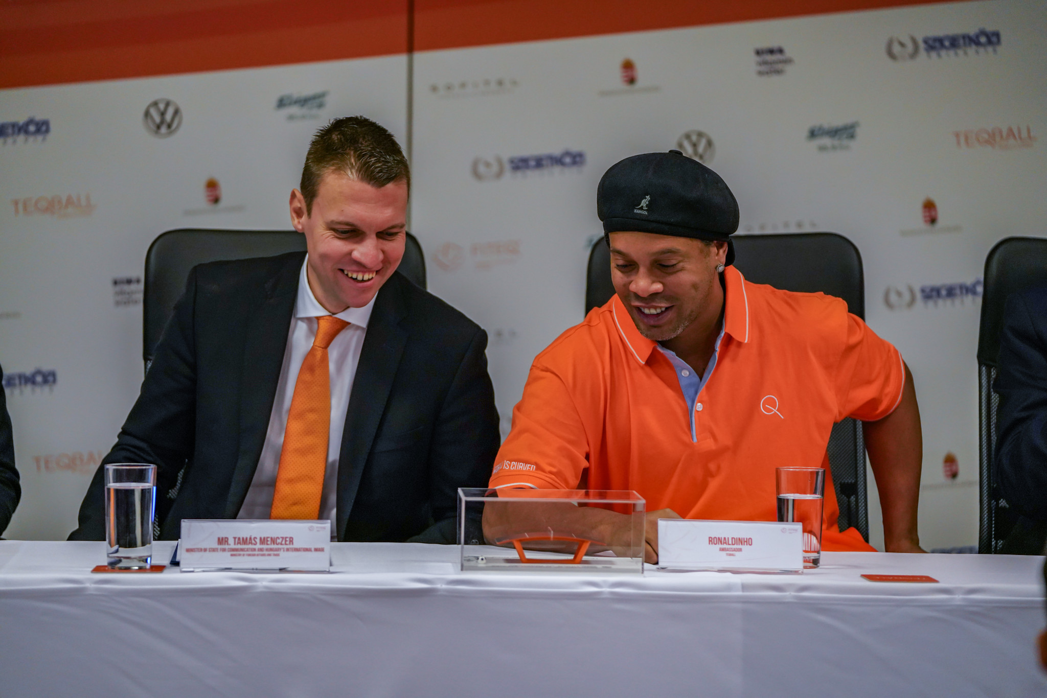 Ronaldinho then took part in a press conference ©FITEQ
