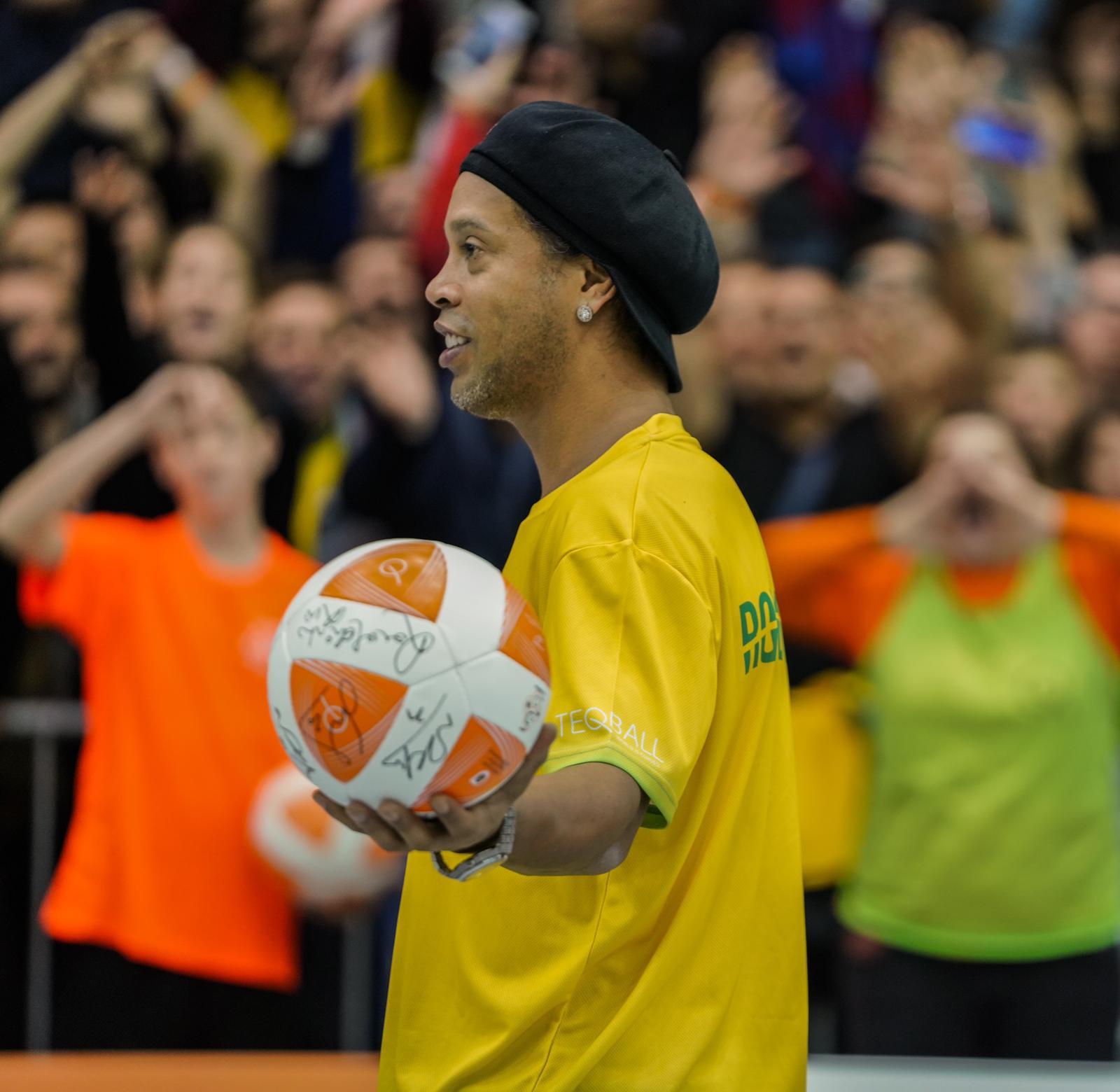 Brazilian legend Ronaldinho was back on centre stage ©FITEQ