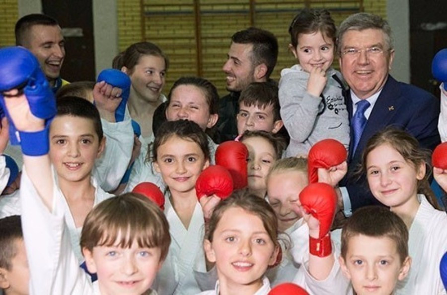 Thomas Bach pictured with youngsters on a visit to Kosovo in April ©IOC