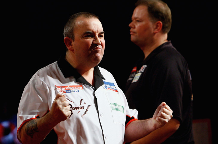 Phil Taylor emotes during the 2007 PDC World Championship final - in which he was eventually beaten 7-6 on a sudden death leg by Raymond Van Barneveld, pictured behind him ©Getty Images