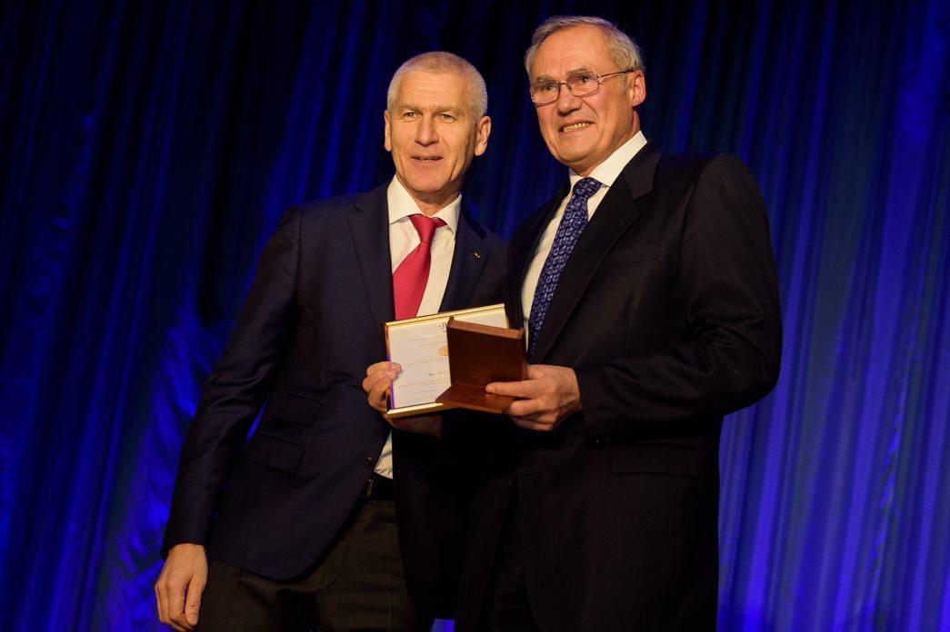 Dusan Hamar, right, was awarded the Primo Nebiolo award ©FISU