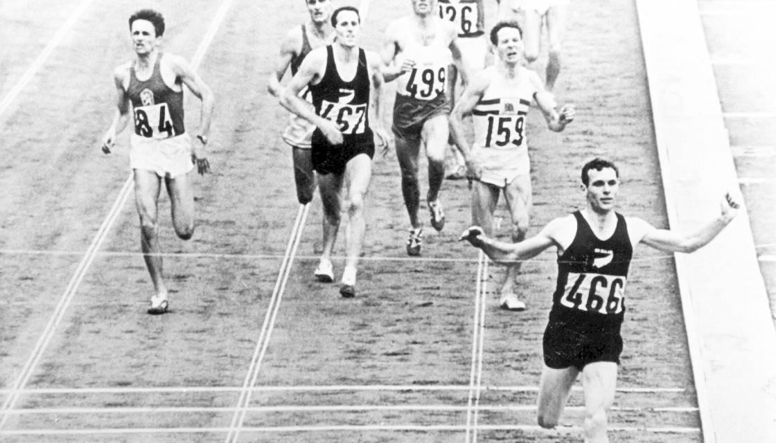 New Zealand's Peter Snell became the first athlete since 1920 to complete the middle distance double when he won the 800m and 1500m at Tokyo 1964 ©Getty Images