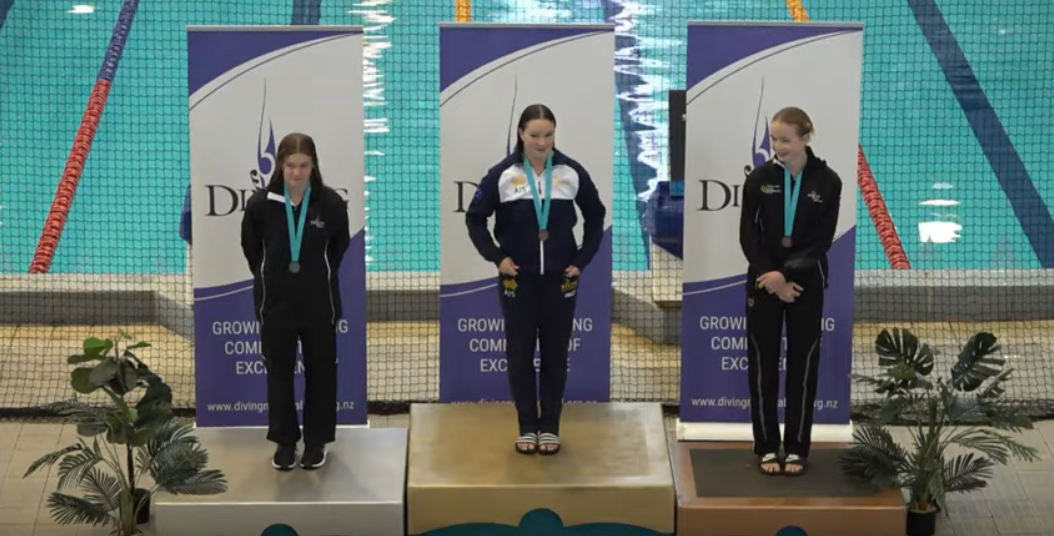 Nikita Hains celebrates her gold in New Zealand ©Oceania Diving/YouTube