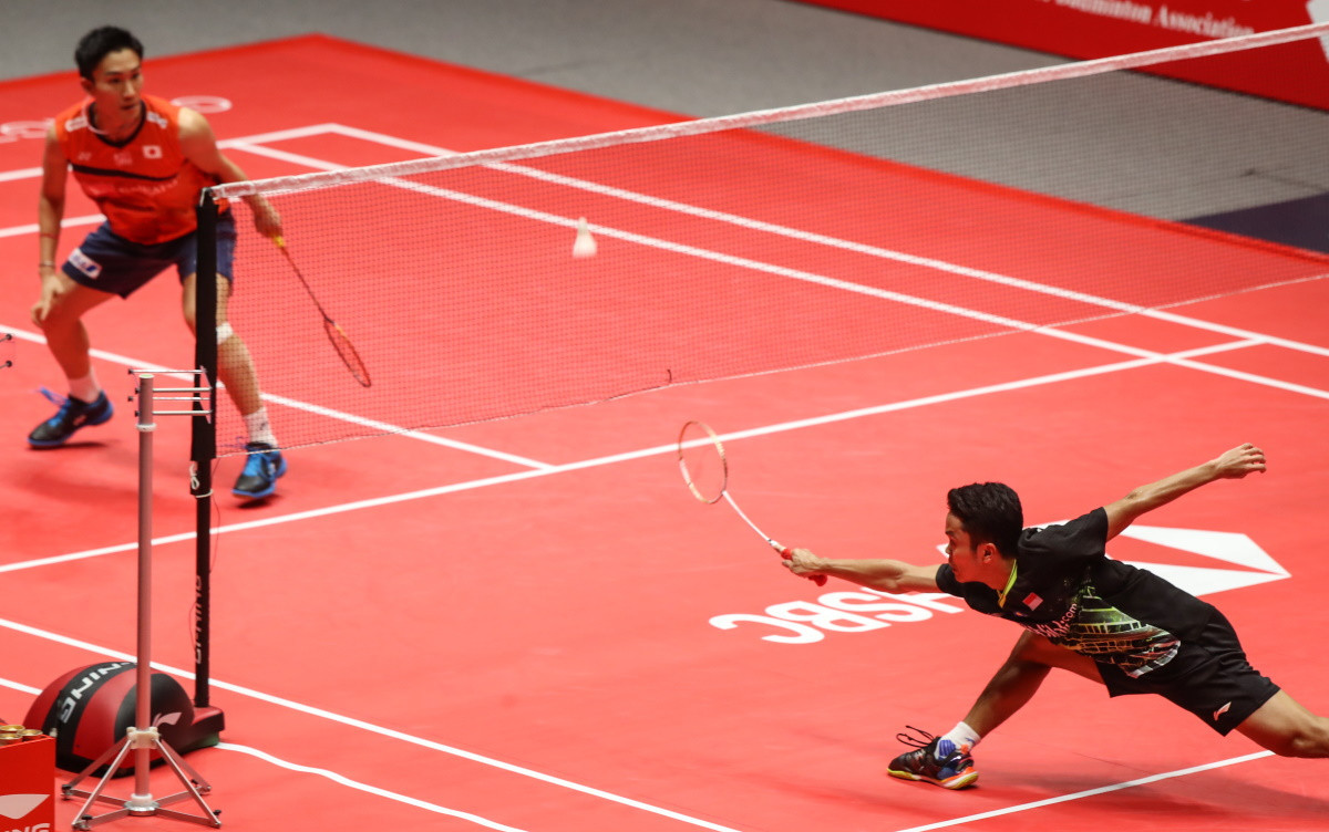 Kento Momota, left, was pushed all the way by Indonesia's Anthony Ginting before winning a record 11th title this season ©BWF