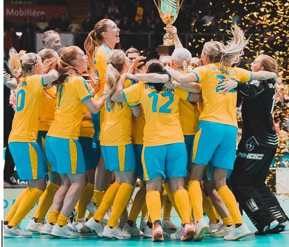 Sweden earned their seventh successive Women's World Floorball Championships title ©IFF