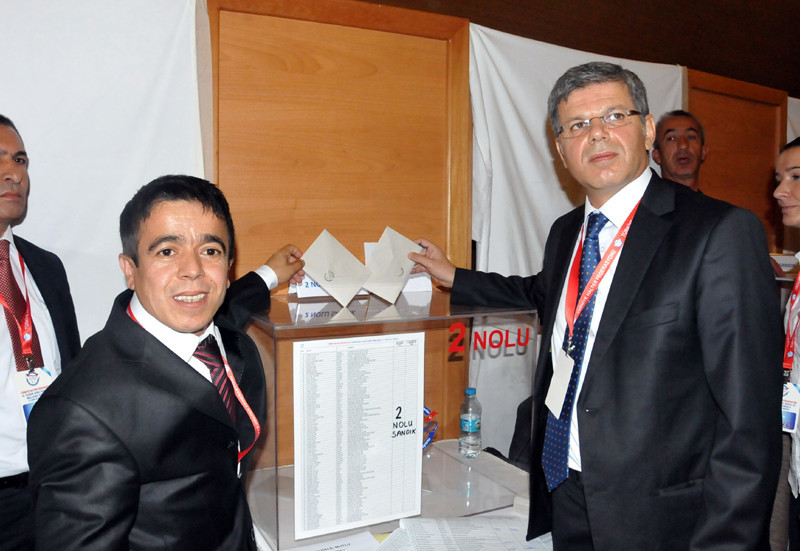 Hasan Akkuş, right,the EWF general secretary from Turkey, has also announced he is to stand for President ©THF