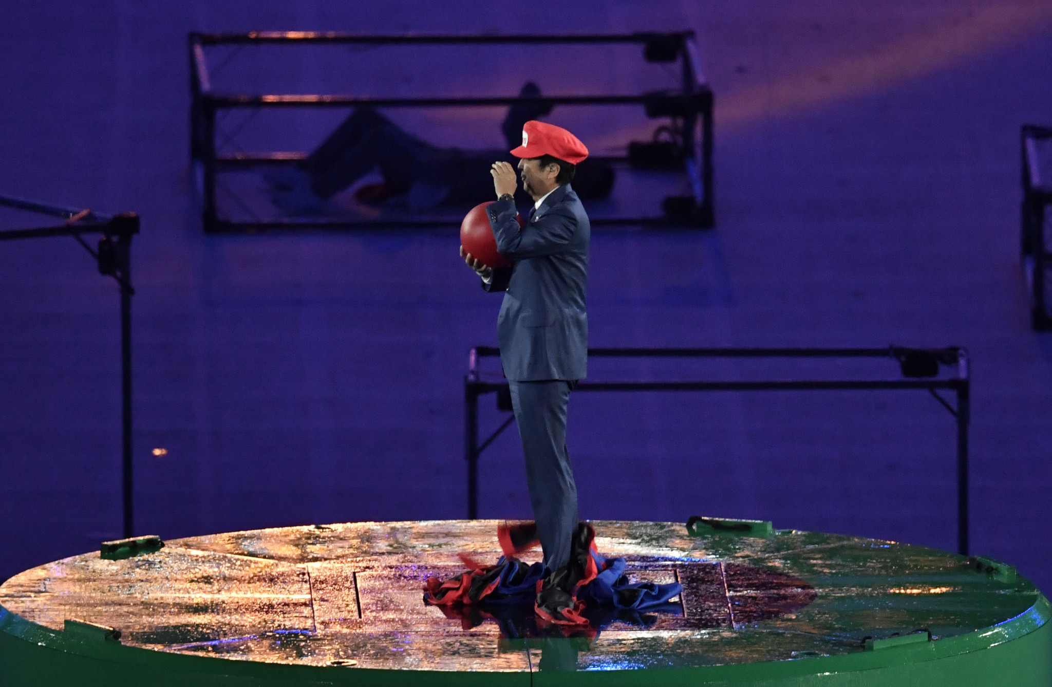 Japanese Prime Minister Shinzō Abe dressed up as Mario at Rio 2016 ©Getty Images