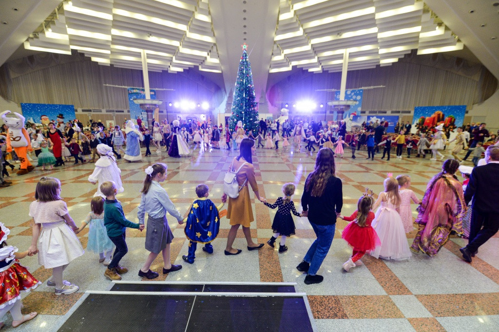 Belarus Olympians and families look ahead to Tokyo 2020 at Olympic Christmas Tree festival