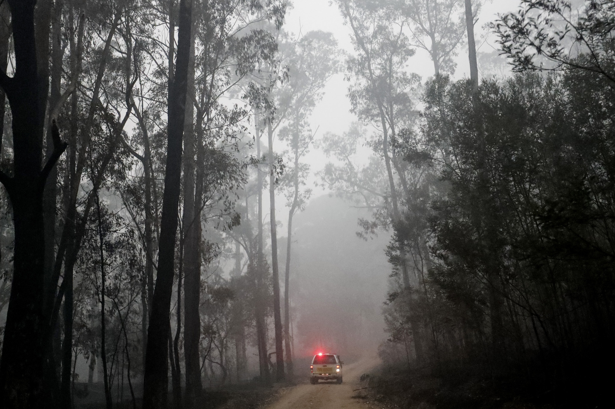 Tour Down Under expected to go ahead as organisers monitor bushfires