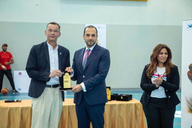 University chancellor Dr Karim Seghir presented a token of appreciation to the IWBF party ©IWBF