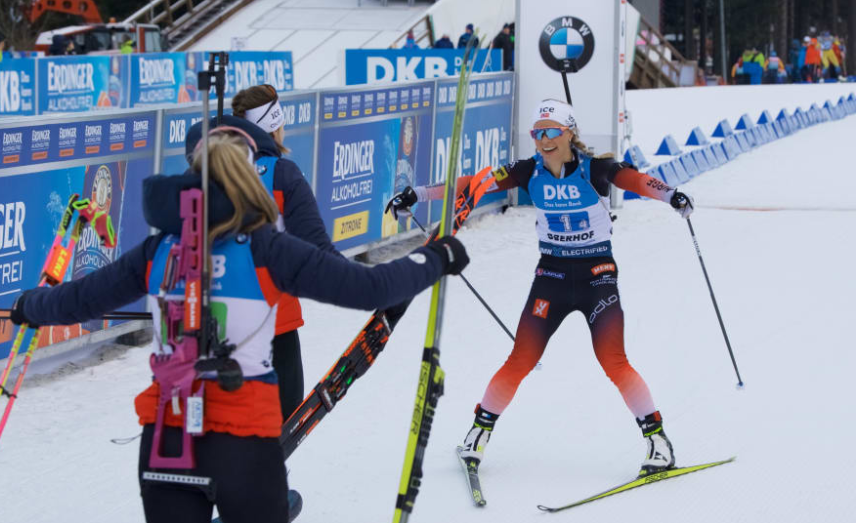 The Norway women's team start their celebrations ©IBU