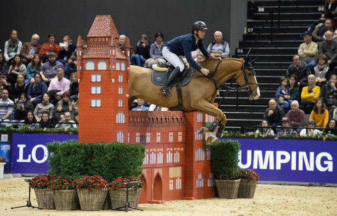Cool cat Guerdat wins FEI Jumping World Cup on a Basel ice rink