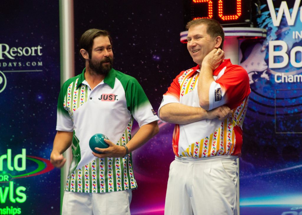 England's Mervyn King, right, ousted New Zealand's Craig Tinker ©World Bowls Tour