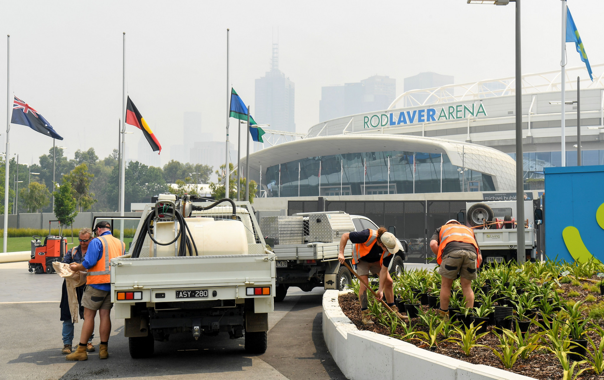 A smoky haze descended on Rod Laver Arena earlier this week, leaving doubts over whether the Australian Open will go ahead as planned ©Getty Images